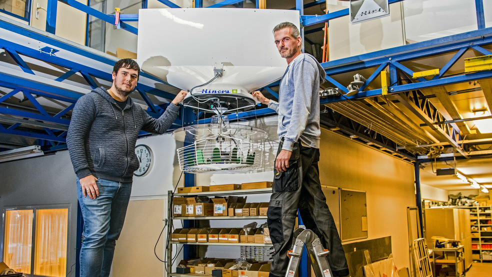 Dennis Nelemaat (links) en Peter Janse (rechts) bij het Hinova VentilationJet Systeem®